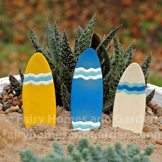 一套3个微型冲浪板,适合您的海滩主题童话花园。
