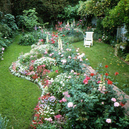 通过这些小花园,小院子和小型后院美化想法,最大限度地减少最小码的影响。