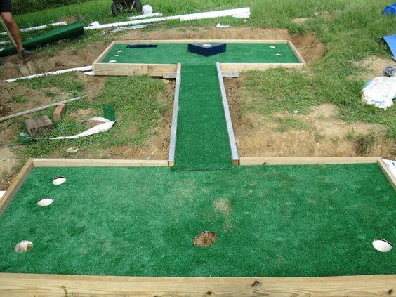 我的儿子扎克和我正在寻找一个夏季项目。这是皮划艇和迷你高尔夫球场之间的折腾。扎克说我们会用高尔夫球场......