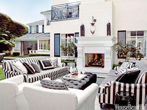 比佛利山庄(Beverly Hills)1939年摄政风格砖房的起点是黑色和白色。设计:Martyn Lawrence Bullard。