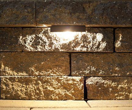 "Nox Lighting的LED挡墙灯是非常通用的景观照明灯具。他们的低调设计非常适合任何硬照明项目 - 挡土墙灯,座椅长椅灯,阶梯灯等等。 Nox LED台阶和挡土墙灯甚至可以装入甲板栏杆和阳台。这种低电压景观照明灯具采用G30镀锌钢结构和耐用的青铜粉末涂层涂层。我们简单的设计使这种灯光融入您的景观规划变得轻而易举,而且维护既快速又简单。我们的LED灯泡散发出完美的白炽色,为您的户外生活空间提供理想的温暖感 - 将您的后院变成一个您可以全年享受白天和黑夜的天堂。我们的LED挡墙灯是市场上同类产品中唯一可用的灯 - 只需更换灯泡,无需工具。没有其他制造商可以说相同。 Nox Lighting的LED挡墙灯是美国产品中的顶级品质。没有其他灯具具有相同的耐用性,适用性,防水性或地面评级���件。点击此处查看CAD详细信息和产品规格。 8个LED挡墙灯套件内容:14个LED挡墙灯套件内容:8个LED挡墙灯14个LED挡墙灯1个150瓦低压变压器1个150瓦低压变压器50' -  18/2个直接埋线100' -  18/2直埋线16  - 防水线连接器28  - 防水线连接器所有摊铺机灯套件资格免费陆地运输在美国大陆规格:夹具尺寸:5""宽x 3/4""深x 3 / 4英寸高60英寸导线引线G30钢结构专用于户外使用IP65工程防水AC / DC 8-15V / 1.5瓦温度:超暖白色2500K 1.5瓦,每灯具90流明50,000小时灯泡寿命"