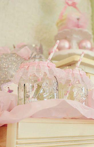 我喜欢这个芭蕾舞女演员芭蕾舞短裙梅森罐子!只需在梅森罐子的顶部添加一些粉红色的缎带,就可以将一个普通的罐子变成美丽的芭蕾舞女演员芭蕾舞短裙梅森罐子!非常适合任何芭蕾舞派对!
