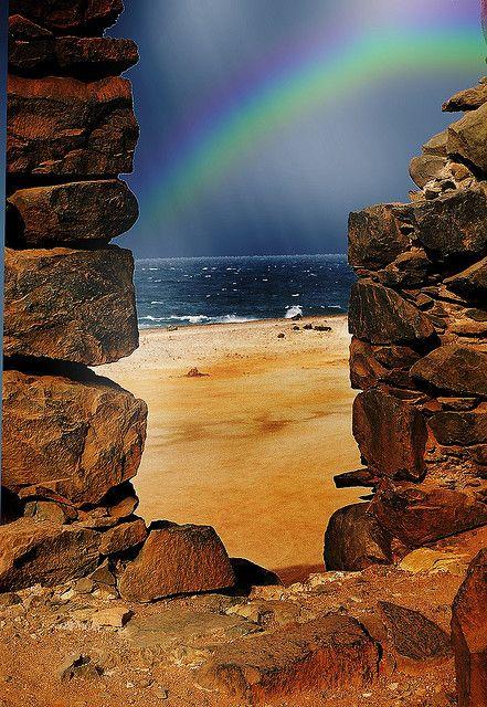 从阿鲁巴的旧金矿观看彩虹。