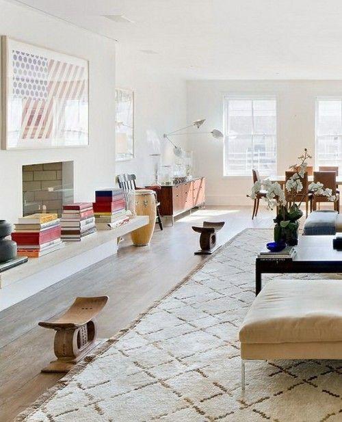 非洲凳子和摩洛哥地毯