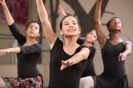 以下是您需要了解的关于向初出茅庐的年轻艺术家教授面部表情的舞蹈教师提示,以及一些可能有所帮助的练习。