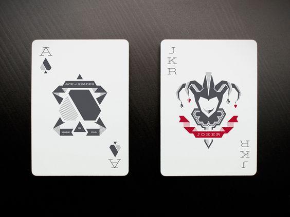 TunnelBravo是一家位于亚利桑那州吉尔伯特的代理商,最近凭借玩牌套牌Fanangled将他们对纸牌桌的热情变为现实。他们完全将新的西装,点子,面部卡片更换为传统的扑克牌。这些卡片由USPCC和