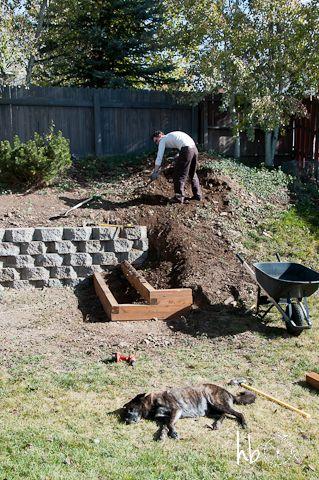 在永无止境的DIY美化项目中,我们建造了挡土墙和花园梯田。正好赶上雪的飞行!
