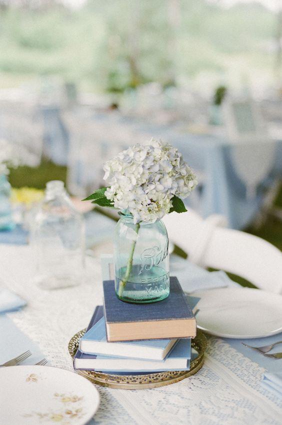 由McCartneys摄影拍摄的DIY蓝色后院婚礼