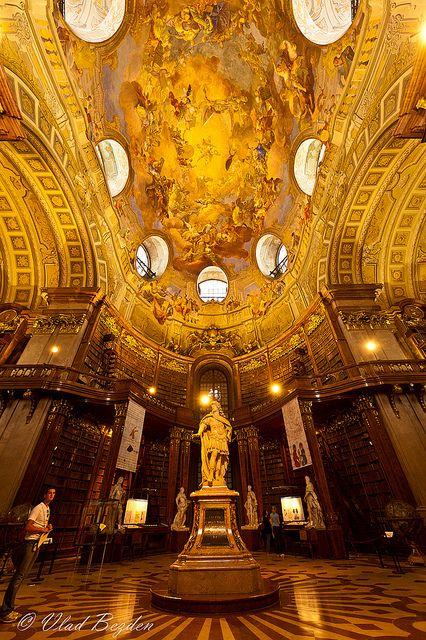 """维也纳国家歌剧院(Wiener Staatsoper)是一座歌剧院和歌剧公司,历史可以追溯到19世纪中叶。它位于奥地利维也纳市中心。它最初被称为维也纳法院歌剧院(Wiener Hofoper); 1920年,它改名为维也纳国家歌剧院。维也纳爱乐乐团的成员从乐团中招募。这座建筑是维也纳环城大道(ViennaRingstraße)首个由有争议的维也纳""""城市发展基金""""委托的主要建筑。 1861年在建筑工程开始工作,并于1869年完成,这些建筑师是由August Sicard von Sicardsburg和Eduard van derNüll共同制定的计划,他们共同生活在6 Bezirk。它以新文艺复兴风格建造。内政部已委托若干报告提供某些建筑材料,结果使用了维也纳很久未见的石头,如WöllersdorferStein,用于基座和独立式,简单分割的扶壁,来自Kaisersteinbruch的着名硬石,其颜色比Kelheimerstein更为合适,用于装饰更多的装饰部分。有点粗糙的Kelheimerstein(也被称为Solnhof Plattenstein)是作为建造歌剧院所用的主要石头,但必要的数量是无法交付的。 Breitenbrunner石被认为是Kelheimer石的替代品,而Jois的石被用作Kaiserstein的更便宜的替代品。楼梯由抛光的Kaiserstein建造而成,而其他大部分内部则装饰着各种大理石。决定使用尺寸石作为建筑物的外部。由于对石材的巨大需求,也使用了在布达佩斯广泛使用的Sóskút石材。三家维也纳砖石公司被雇佣提供足够的石工:Eduard Hauser(今天仍然存在),Anton Wasserburger和Moritz Pranter。基石从1863年5月20日奠定。来自维基百科的来源"""