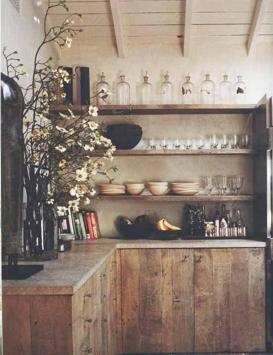 检查土气厨房设计想法。定义的乡村设计将乡村风格的家具和现代化的厨房装饰融为一体。它将现代技术与经典细腻融合在一起,将风格完美融合。