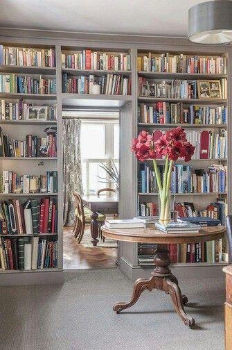 在哈夫哈灵顿之家,我们爱书!我们每年礼品包装数百本书,因为他们制作最好的礼物,你永远不会有太多的书!