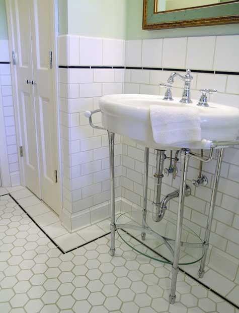 已经有一段时间了,我们准备好回到我们在黄房子上的日常贴子。克莱和林赛表现不错,并且一直忙于帮助他们周围的社区从塔斯卡卢萨最近的灾难中恢复过来。同时,我想我会回到帮助他们继续把自己的房子建成一个家。以下是林赛给我的主浴室的一些照片。