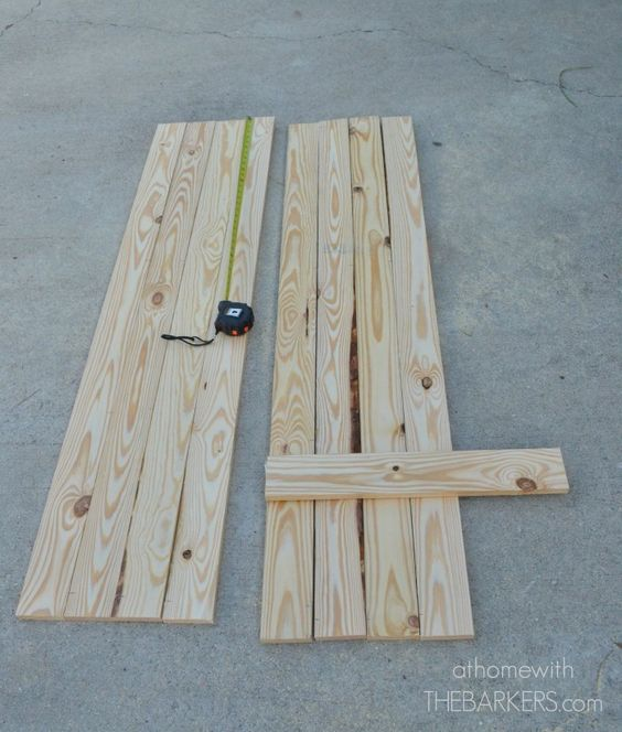 如何使用松木板和一些简单的工具为您的家建造木板和贴上百叶窗。伟大的方式来增加即时遏制上诉。