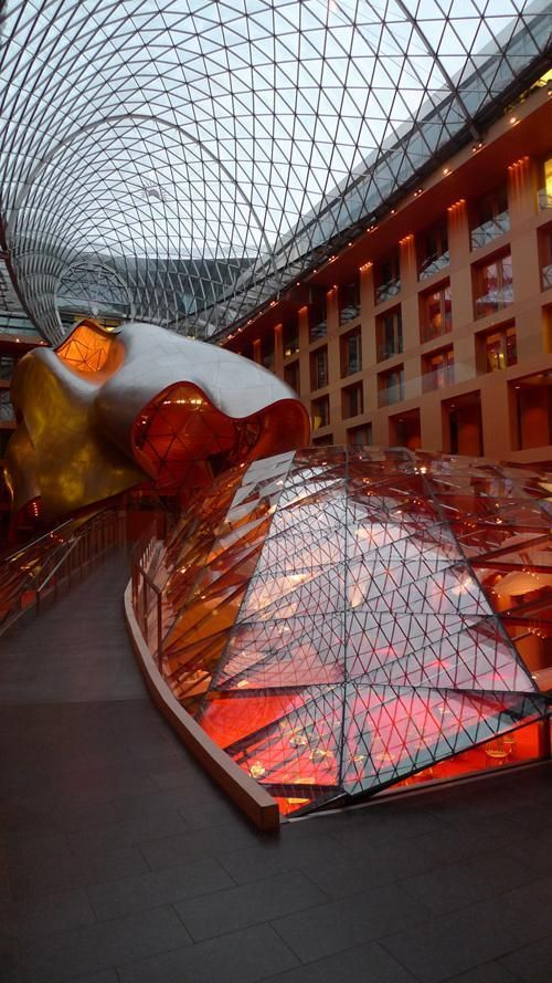 DZ Bank in Berlin has an inner courtyard which houses a conference room that looks more like a sculpture, Berlin / Frank Gehry