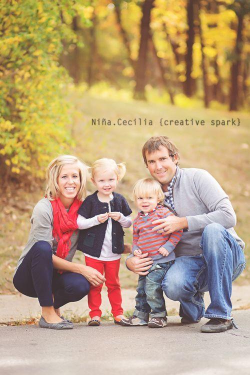 与2个孩子的家庭图片姿势想法