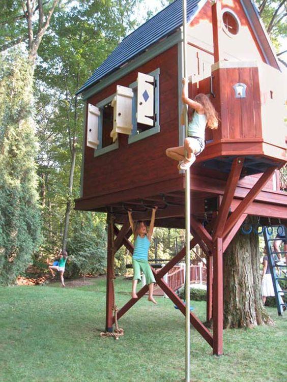 寻找你可以为你的孩子建立的树屋想法?如果你想要一个他们一定会喜欢的树屋,下面是一些给你灵感的建议。