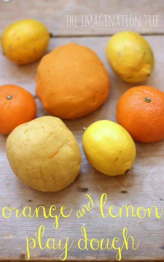 使用超快速的4分钟食谱制作一些橙子和柠檬面团,为幼儿和学龄前儿童提供感官丰富,触觉的游戏时间!