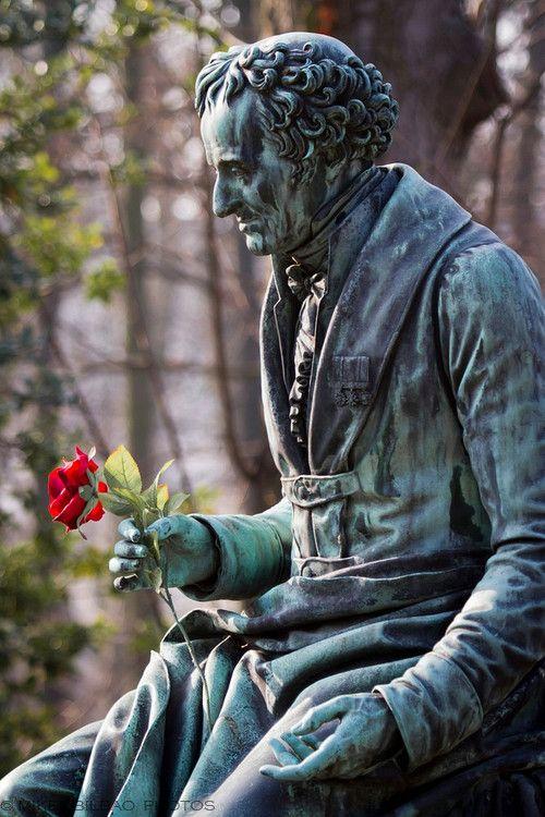 生活天龙严肃。 Pere Lachaise公墓,巴黎,