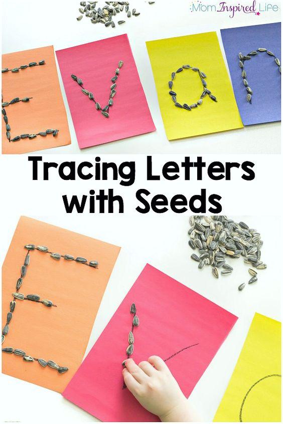我的儿子非常喜欢用种子跟踪信件。这种字母表活动是学龄前儿童学习字母和发展精细运动控制的好方法。