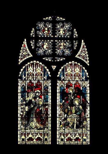 最近修复的彩色玻璃窗位于着名小教堂的东墙上。