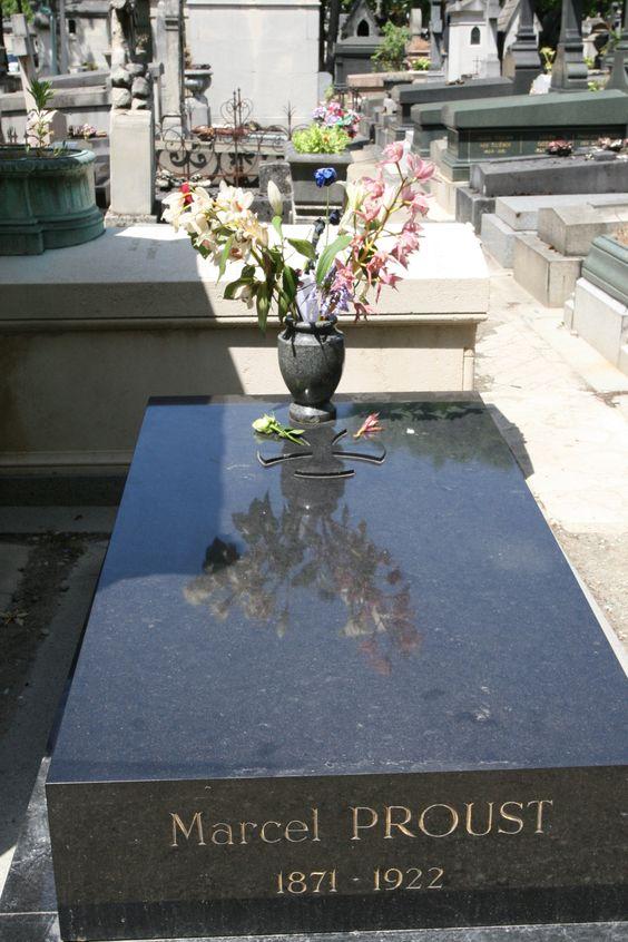 Pere Lachaise公墓 - 马塞尔普鲁斯特的安息之地。 #marcelproust #madelainedeproust #perelachaise #grandhoteldore #grandhotelfrench