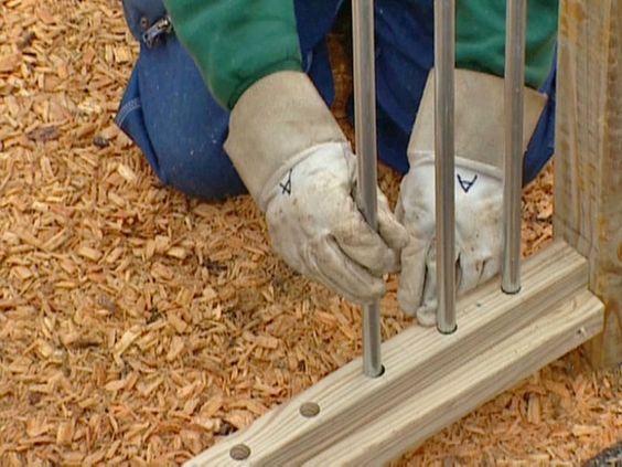 在这个项目中,DIYNetwork.com专家展示了如何使用日常电子导管建造一个具有吸引力的当代栅栏。