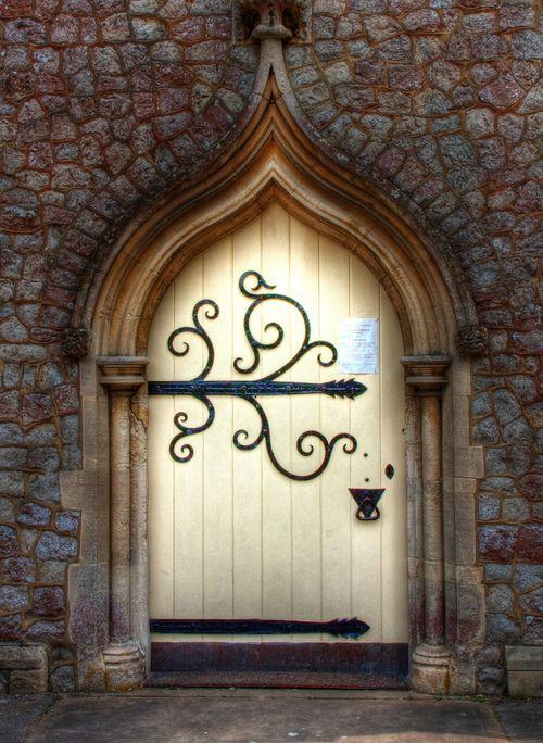 华丽的大门进入马盖特公墓教堂