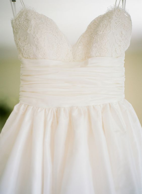 意大利面带婚纱与褶皱的腰