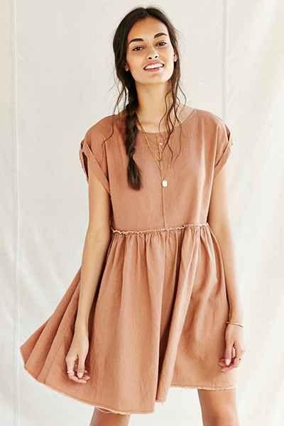 Shop Urban Renewal今天在Urban Outfitters购买Remade Raw Edge亚麻Babydoll Dress。我们为您提供所有最新的款式,颜色和品牌,从这里选择。
