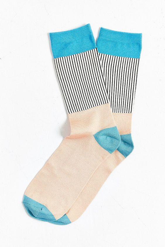 今天在Urban Outfitters店铺轻薄块褶皱罗纹袜。我们为您提供所有最新的款式,颜色和品牌,从这里选择。