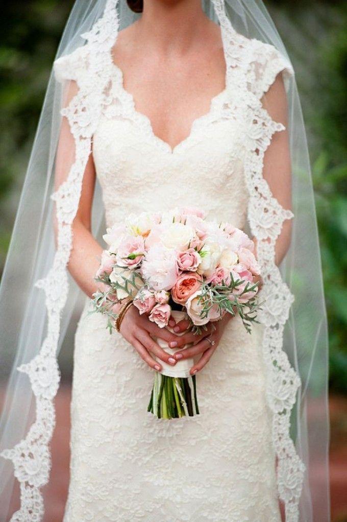 """随着新娘对完美婚纱的关注,将婚礼面纱降级为""""我将... #weddingveil #wedding #veil""""并不少见。"""