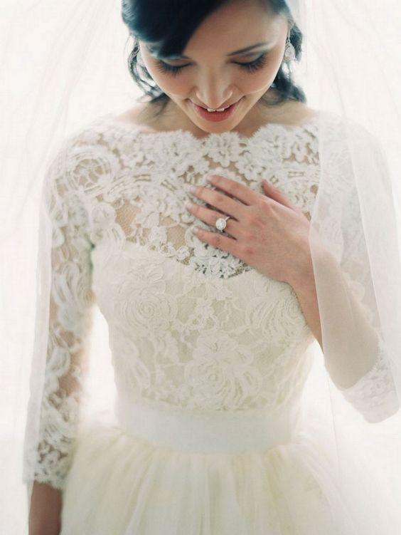这10个真正的新娘之一应该激发你的想法,为您的未来的婚礼看看与热和长袖婚纱礼服!