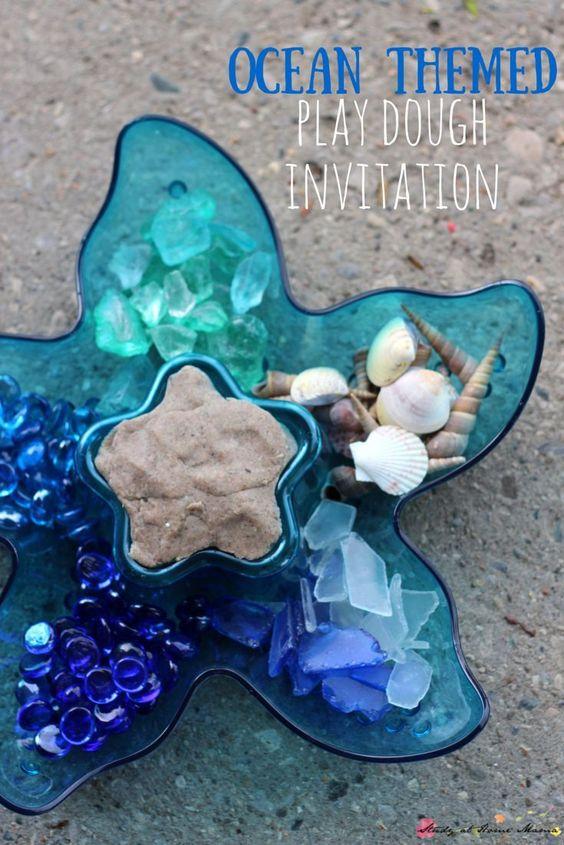 海洋主题游戏面团邀请 - 两种方式呈现这个甜蜜的自制面团邀请 - 海洋游戏面团或美人鱼游戏面团。