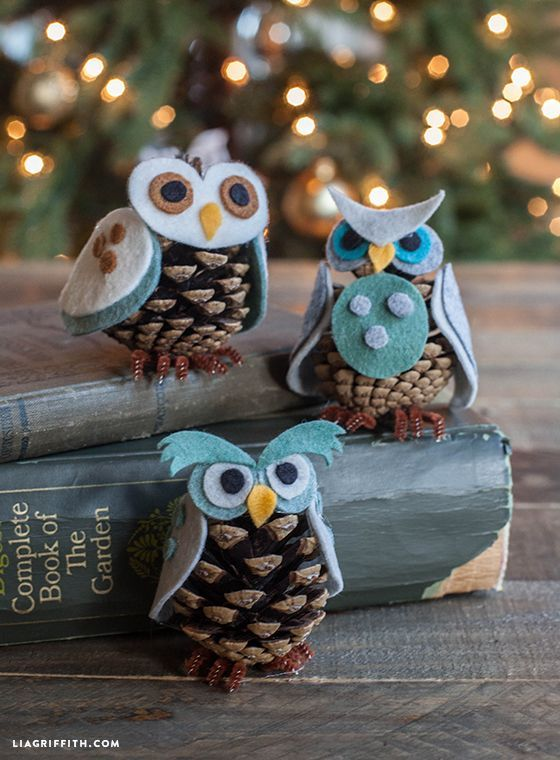 制作您自己的松锥猫头鹰饰品!按照我们简单的分步教程,下载适合整个家庭的假日乐趣模板...