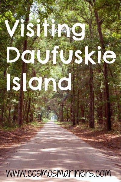 南卡罗来纳州的Daufuskie Island岛仅可搭乘渡轮或私人船只抵达。但是,到达该岛造成的任何困难都不仅仅是由美丽的风景,未受破坏的海滩和南部宁静组成。