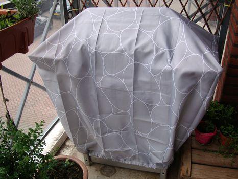 快速将7升降聚酯浴帘变成非常酷的定制防水烧烤罩!