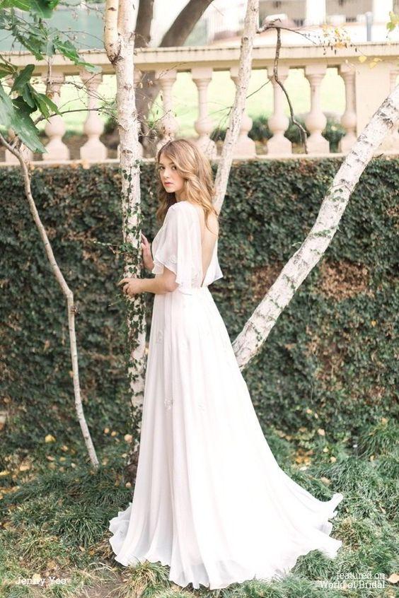 Jenny Yoo 2016婚纱礼服包括Chantilly蕾丝,褶皱雪纺,珠绣蕾丝贴花,薄纱,缎面,意大利面条肩带,透明硬纱,女性剪影和美丽的刺绣。