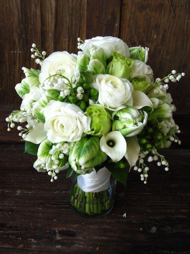 所以在爱情...奶油和绿色,铃兰,郁金香,毛茛,马蹄莲,玫瑰