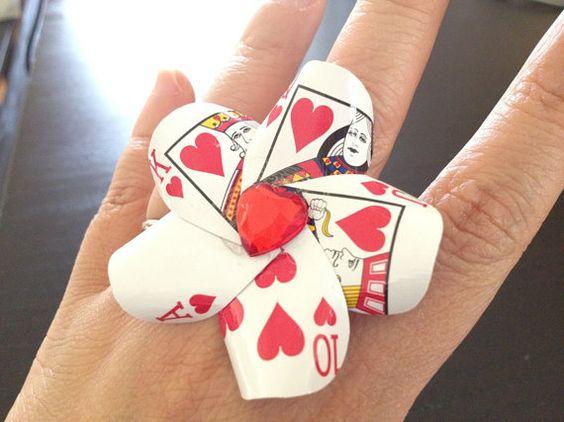 LittleAsianSweatshop女王心形扑克牌鸡尾酒戒指,18.00美元