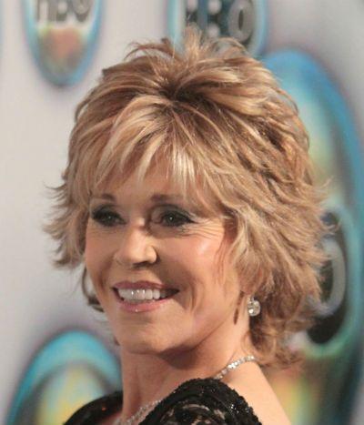 寻找名人发型?找到你最喜欢的名人发型照片。