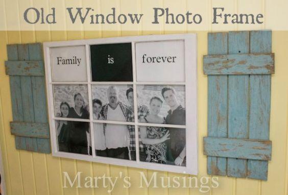 这个DIY教程需要一个摆脱窗口和工程打印大小的家庭照片,并把它们变成一个旧窗口相框庆祝家庭。