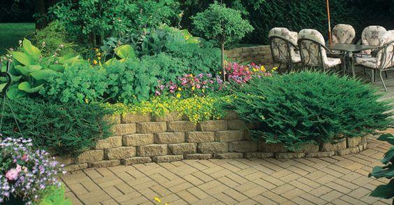学习如何使用分步教程构建景观块的挡土墙。