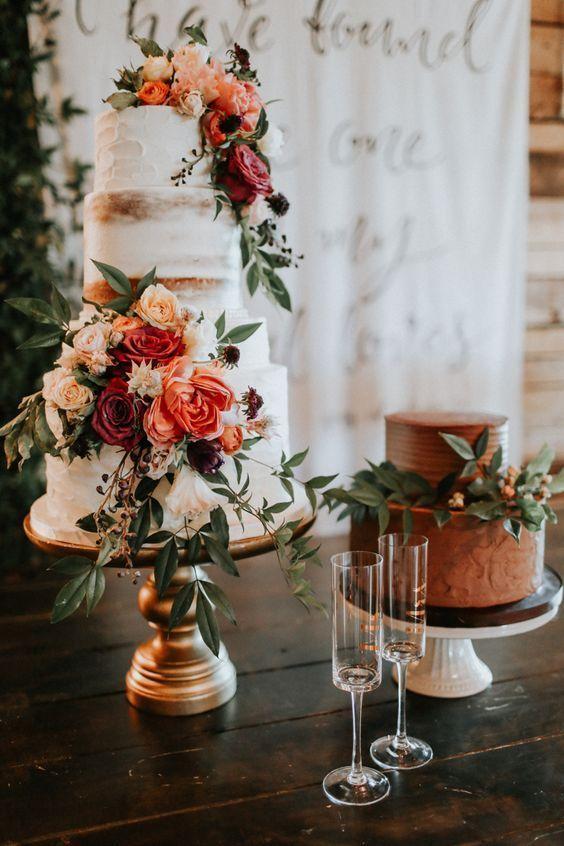 新娘和新郎的婚礼蛋糕