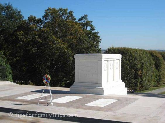 阿灵顿国家公墓是华盛顿地区的军事公墓和巨大地标。找到关于您在参观墓地时期望的提示。