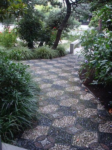 马赛克卵石路径。固定于花园设计 -  Darin Bradbury的铺路和楼梯。