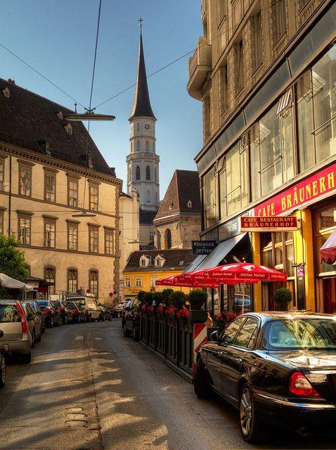 在奥地利维也纳市中心的着名咖啡馆Braunerhof