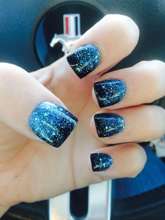 钉子Mylar黑色蓝色闪光钉设计,美甲,美甲沙龙,欧文,纽波特海滩