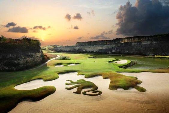 从世界上最危险的高尔夫球场到最美丽的这25座极具异国情调的高尔夫球场。