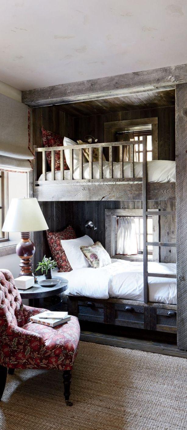 卧室双层床。