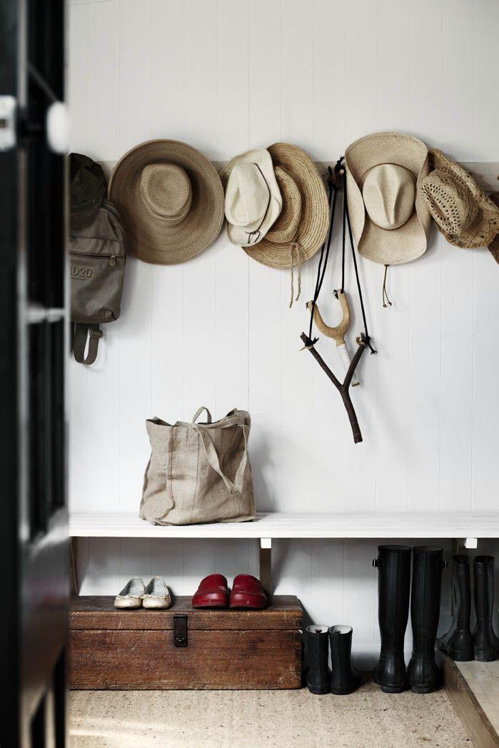 入口走廊里的帽子......当然